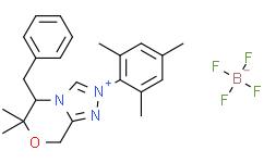 (S)-5-苄基-2-均三甲苯基-6,6-二甲基-6,8-二氢-5H-[1,2,4]三唑并[3,4-c][1,4]恶嗪-2-鎓四氟硼酸盐